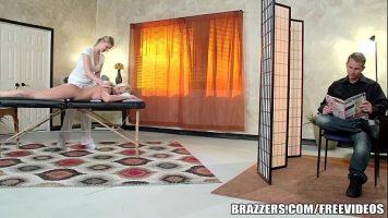 La un salon de masaj de relaxare este acceptat ca pacienta sa faca sex cu cel care ii face