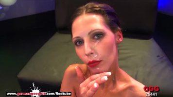 Este nevoie de multa sperma pe buzele acestei femei mature cu bucile foarte mari