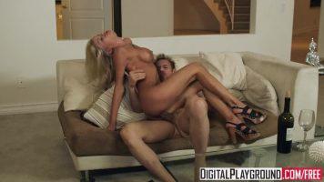 Blonda care face sex cu un star porno ce este foarte rapid cand vine vorba sa miste din