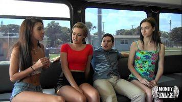 Fete frumoase tinere care merg cu atutobuzul si doresc sa faca sex