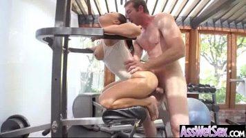 La sala de fitness ori face exercitii ori dai la buci la femei frumoase care abia asteapta