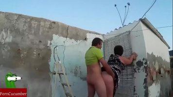 Sex intre doi amatori care se filmeaza cum ii trage o pula pe la spate